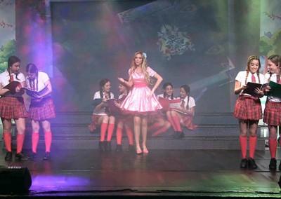 רקדניות במופע ילדים