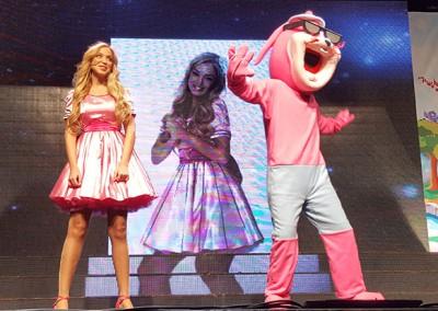 מירי תשירי עם ג'ורדי הארנב במופע לילדים החדש