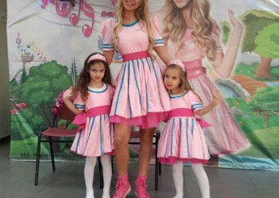 הפעלה ליום הולדת בנות עם תלבושות ותפאורה