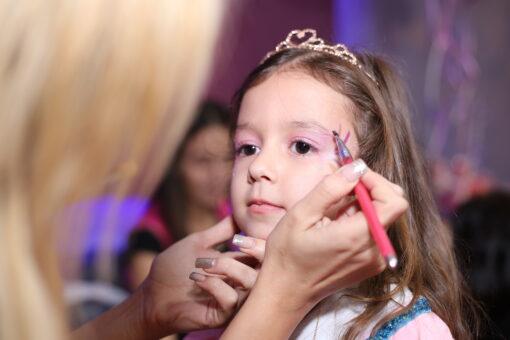 יום הולדת לבנות - איפור וציורי פנים לבנות