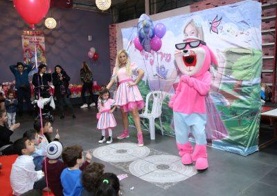הפעלות לימי הולדת לילדים מקוריות עם בובות ענק